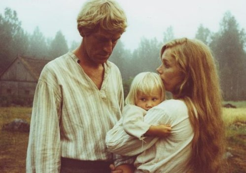 emigrants-the-1971-002-max-von-sydow-liv-ullmann-and-child